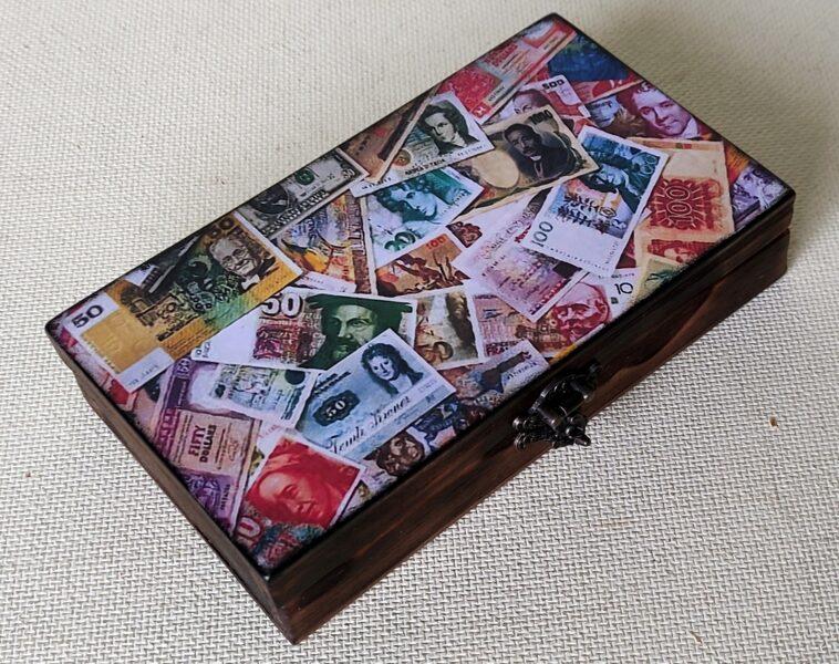 Dāvanu kastīte naudas dāvināšanai (roku darbs)