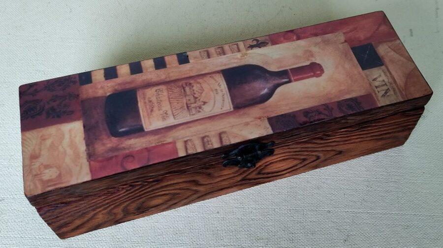 Koka kaste vīna pudelei (roku darbs)